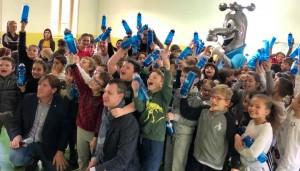 Foto di gruppo con i bambini della scuola Primaria di Gussola