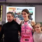 Gabriele Piccolo premia come MVP Federica Stufi in una gara dello scorso Campionato